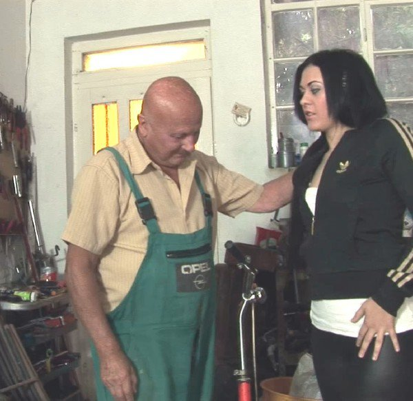 GrandpasFuckTeens: Marsha Cortez - The Bicycle Repairman 1080p
