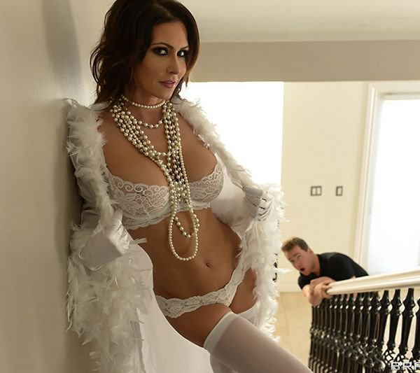 MommyBoobs: Jessica Jaymes - Erotic Photoshoot