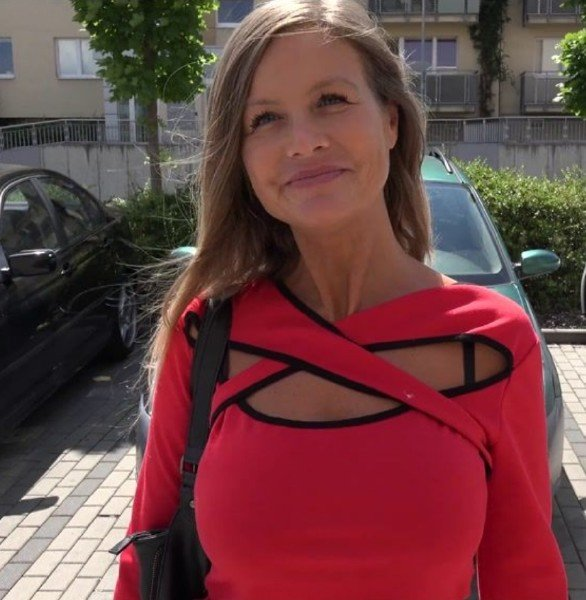 CzechStreets: Amateur - Mature Undressed For Money On The Street 1080p