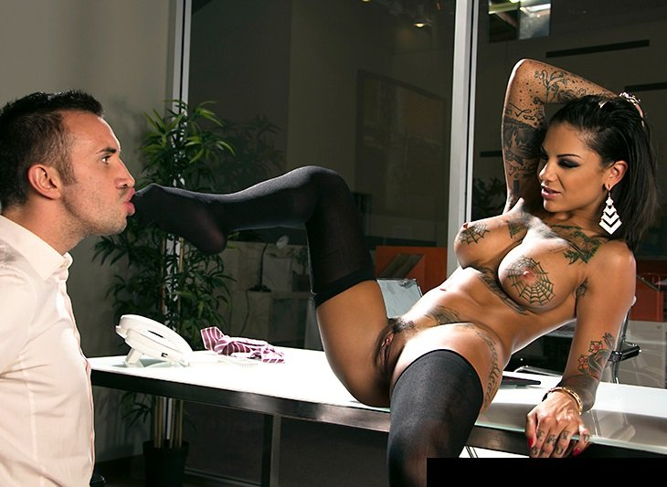 Bang Bros: Bonnie Rotten - Squirting On The Job 480p