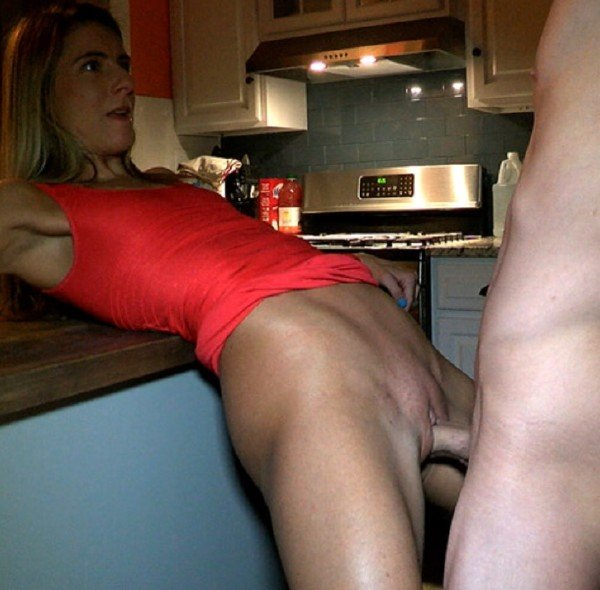 PrivateSociety: Amateur - Wife Cheating On Kitchen 720p